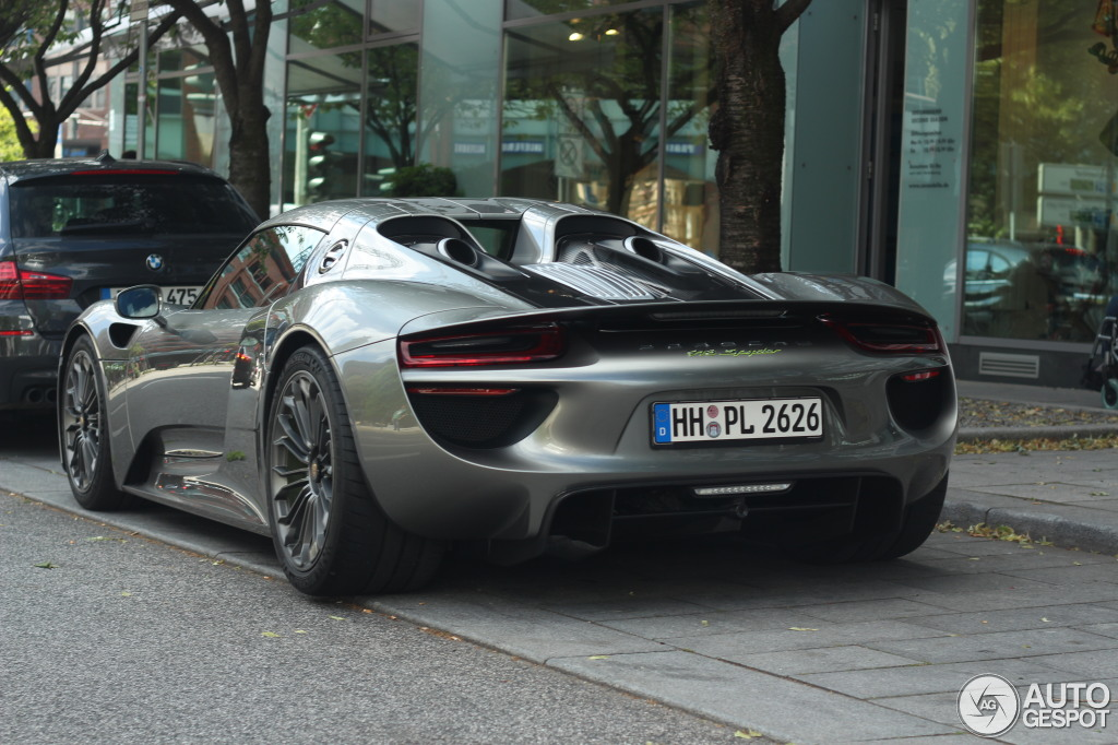 porsche 918 spyder price qatar the 846 000 porsche 918. Black Bedroom Furniture Sets. Home Design Ideas